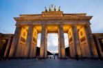 Das Brandenburger Tor mit der Quadriga ist nur eine von vielen Sehenswürdigkeiten in Berlin. (Was kann man in Berlin machen?)
