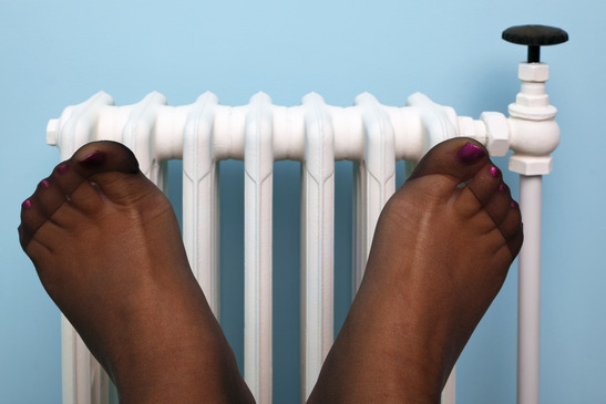 Kalte Frauenfüße - ein schnell erklärtes Phänomen.