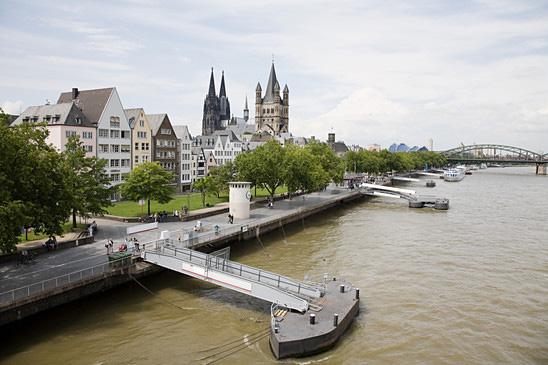 Köln Rheinufer Promenade