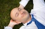 Powernapping: Das kurze Abschalten regeneriert den Körper und fördert die Konzentration. (Powernapping – Was bringt der kurze Schlaf am Arbeitsplatz?)